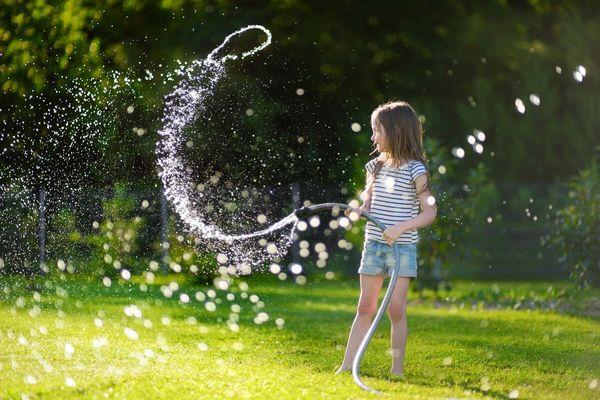 Fa din gradina ta locul preferat de joaca al copiilor! TOP 5 idei care te vor ajuta in amenajarea unui spatiu perfect
